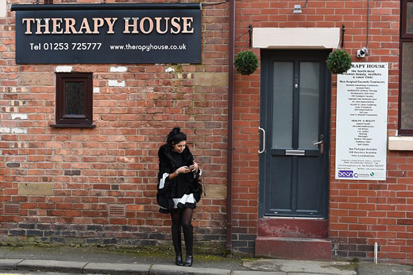 'The results are unbelievable': She spoke highly of the Therapy House clinic and its staff after posing for a snap outside its front